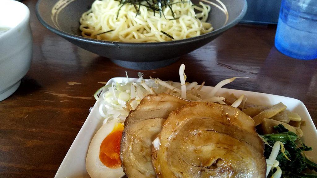 七菜矢のつけ麺のトッピング
