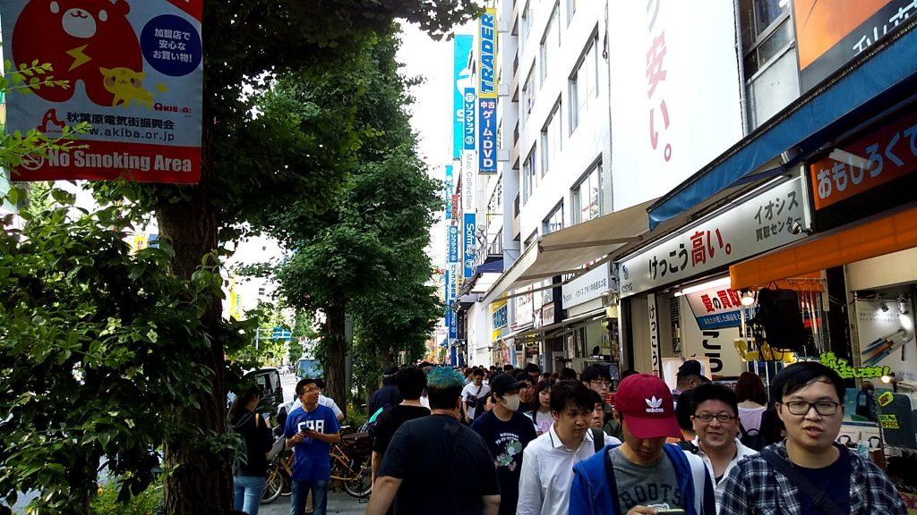 秋葉原駅前の風景