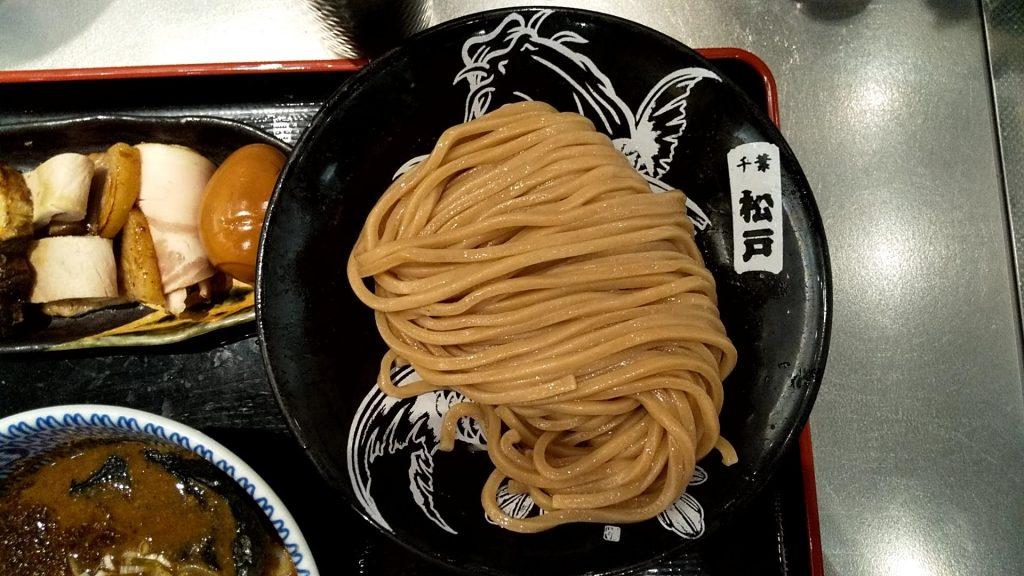 松戸富田麺キッテグランシェ店の全部のせつけ麺の麺