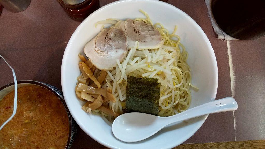 ハッスルラーメン錦糸町店のハッスル特製つけ麺の麺
