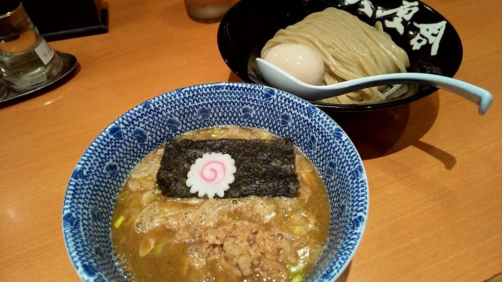 六厘舎の特製朝つけ麺