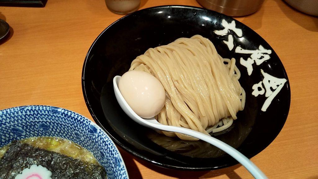 六厘舎の特製朝つけ麺の麺