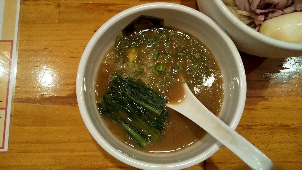 麺魚本店の特製濃厚真鯛つけ麺のつけ汁