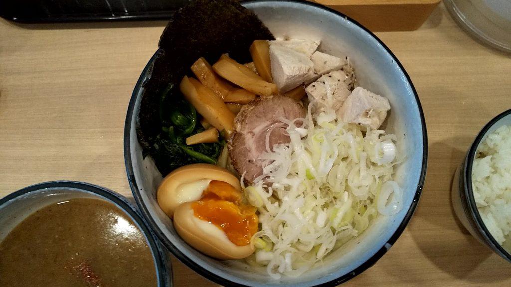 麺やわたる亀戸店のわたるつけ麺の麺皿