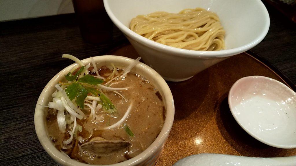 チラナイサクラの鶏と貝のつけ麺