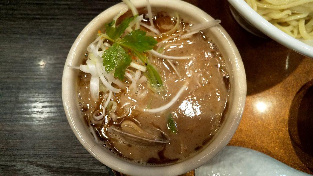 チラナイサクラの鶏と貝のつけ麺のつけ汁
