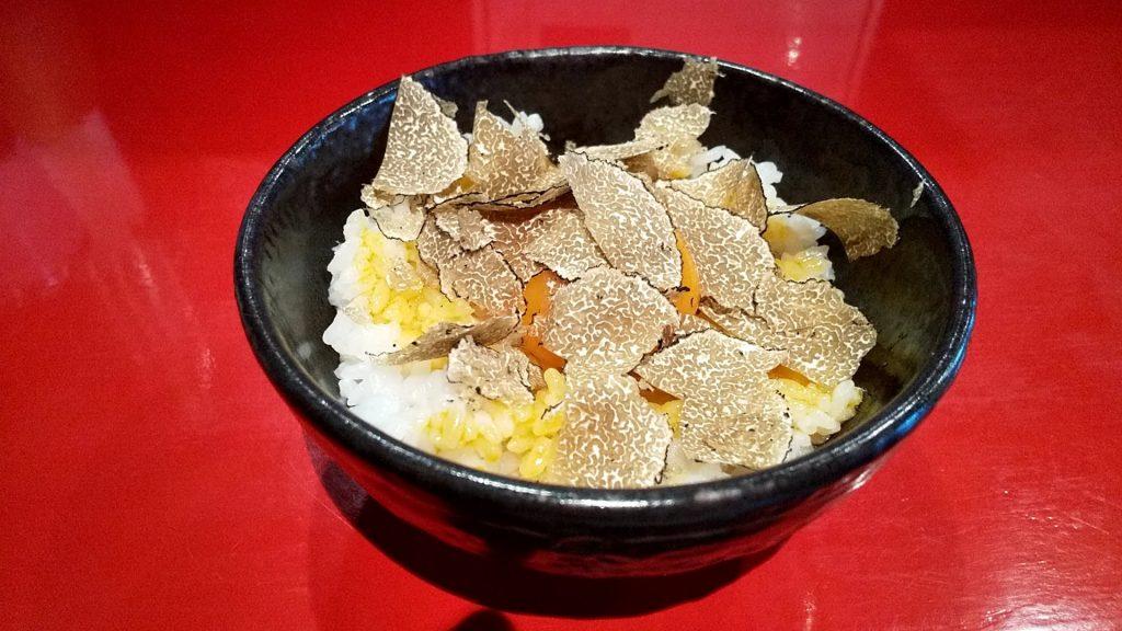魄瑛の特製トリュフ卵かけご飯