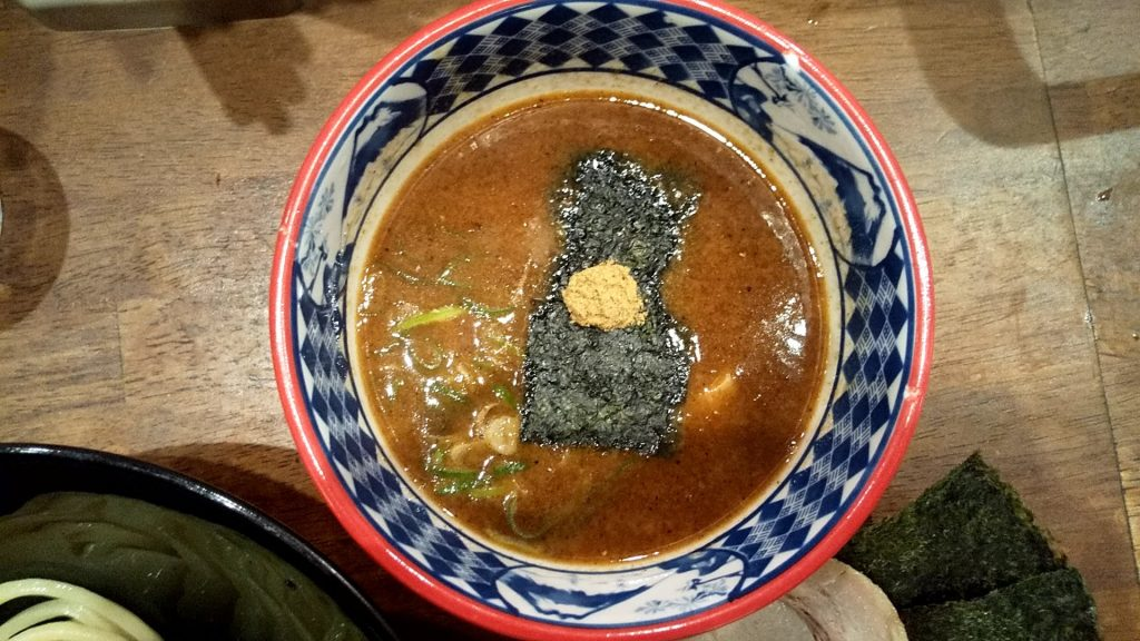 三田製麺所新宿西口店の三田盛りつけ麺のつけ汁