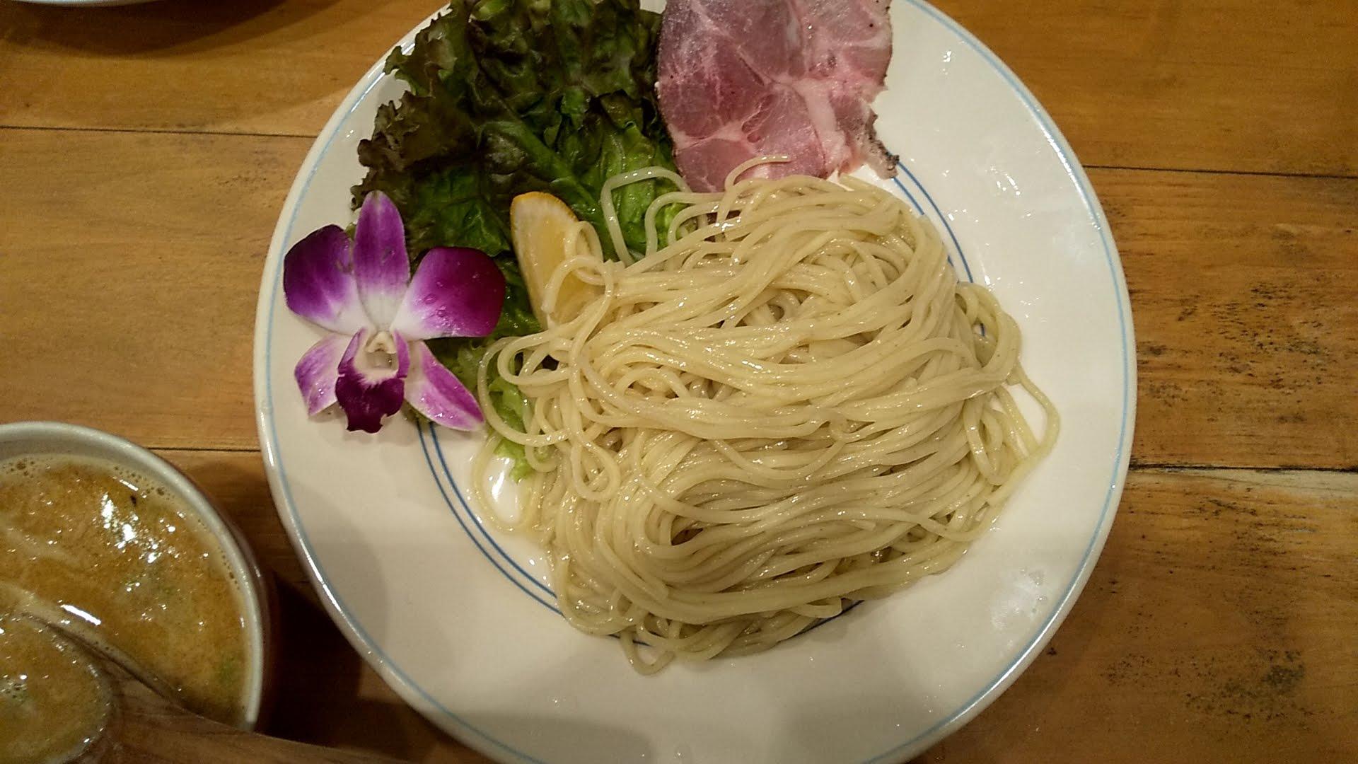 Hulu-luのつけ麺の麺皿