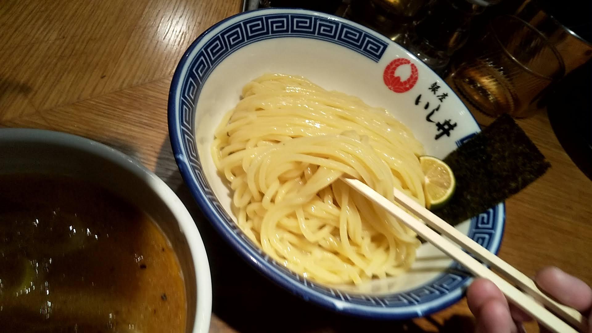 銀座いし井下北沢店のつけ麺の麺リフト
