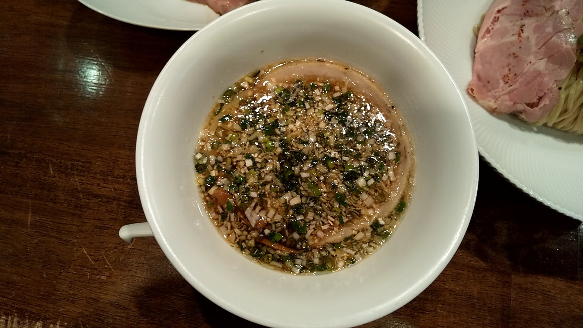 鳴龍の醤油つけ麺のつけ汁