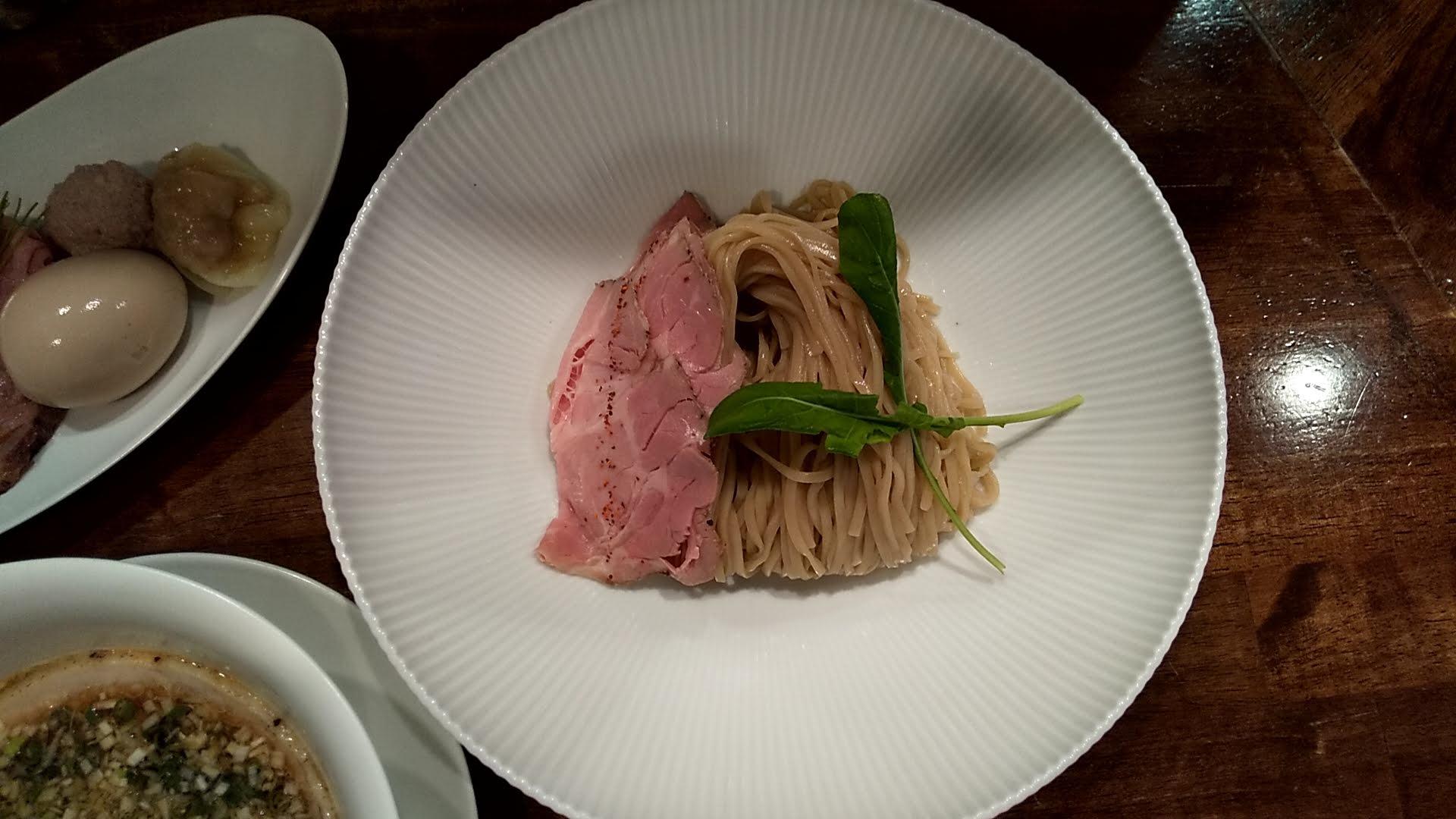 鳴龍の醤油つけ麺の麺皿