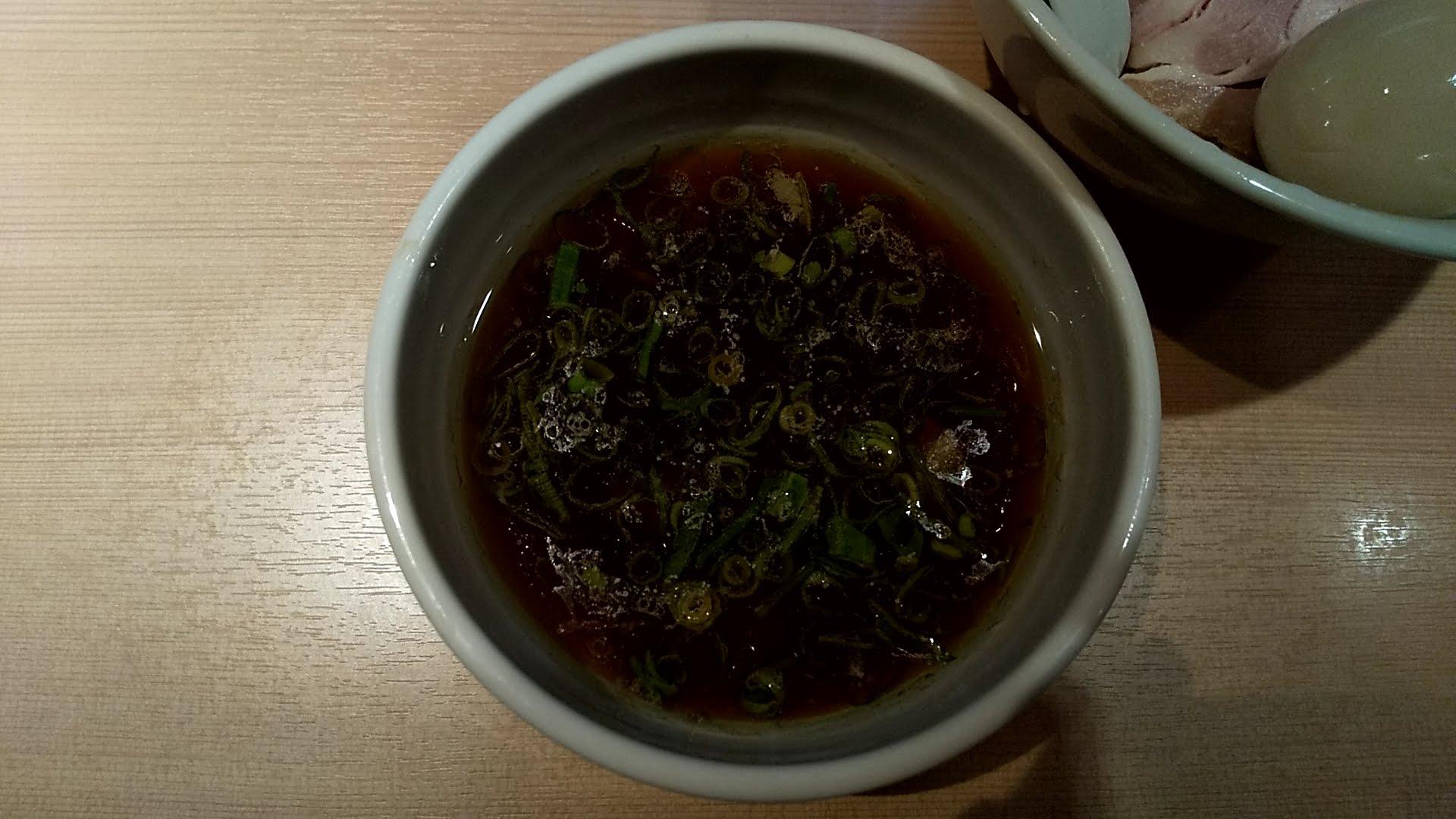 はやし田新宿店の特製つけ麺のつけ汁