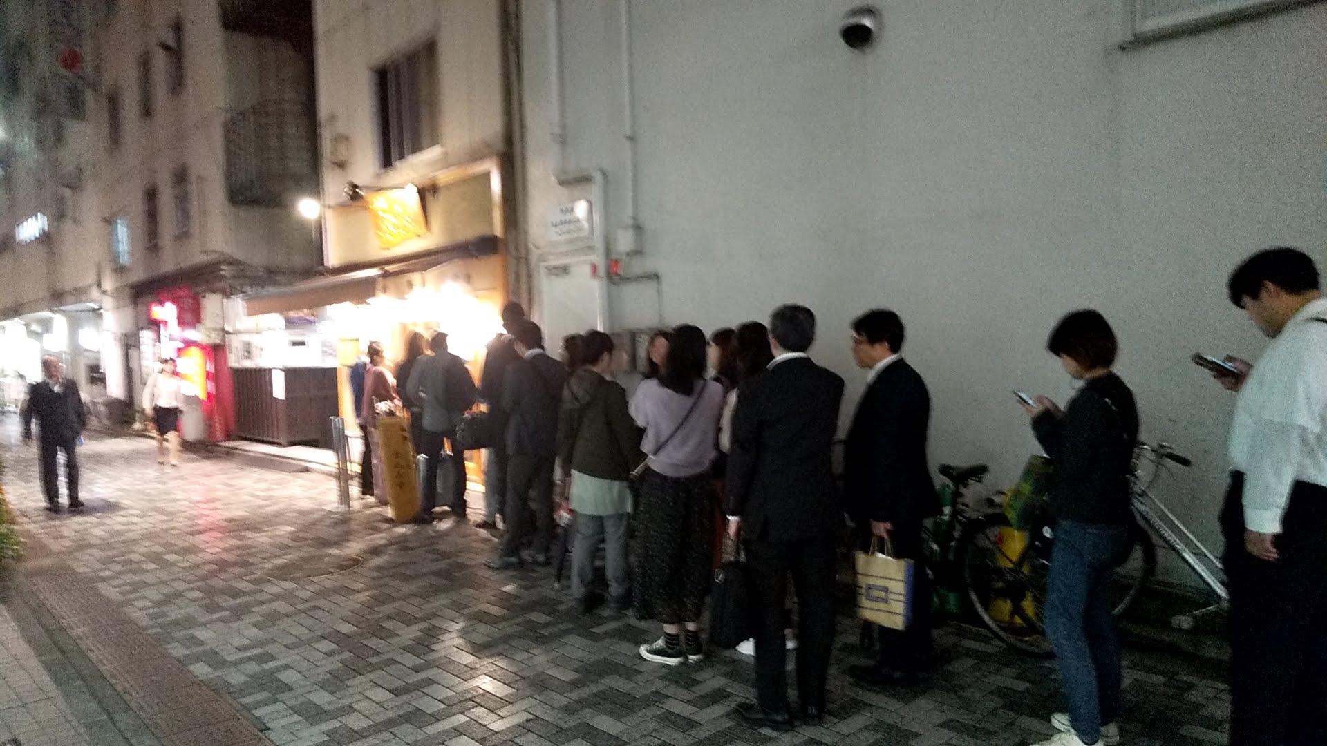 はやし田新宿店の行列