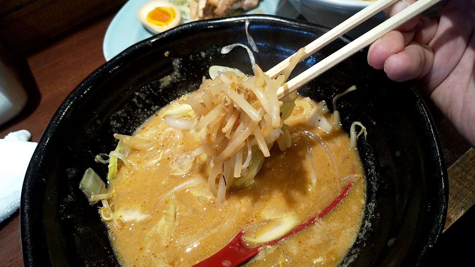 萬馬軒の味噌つけ麺の麺リフト