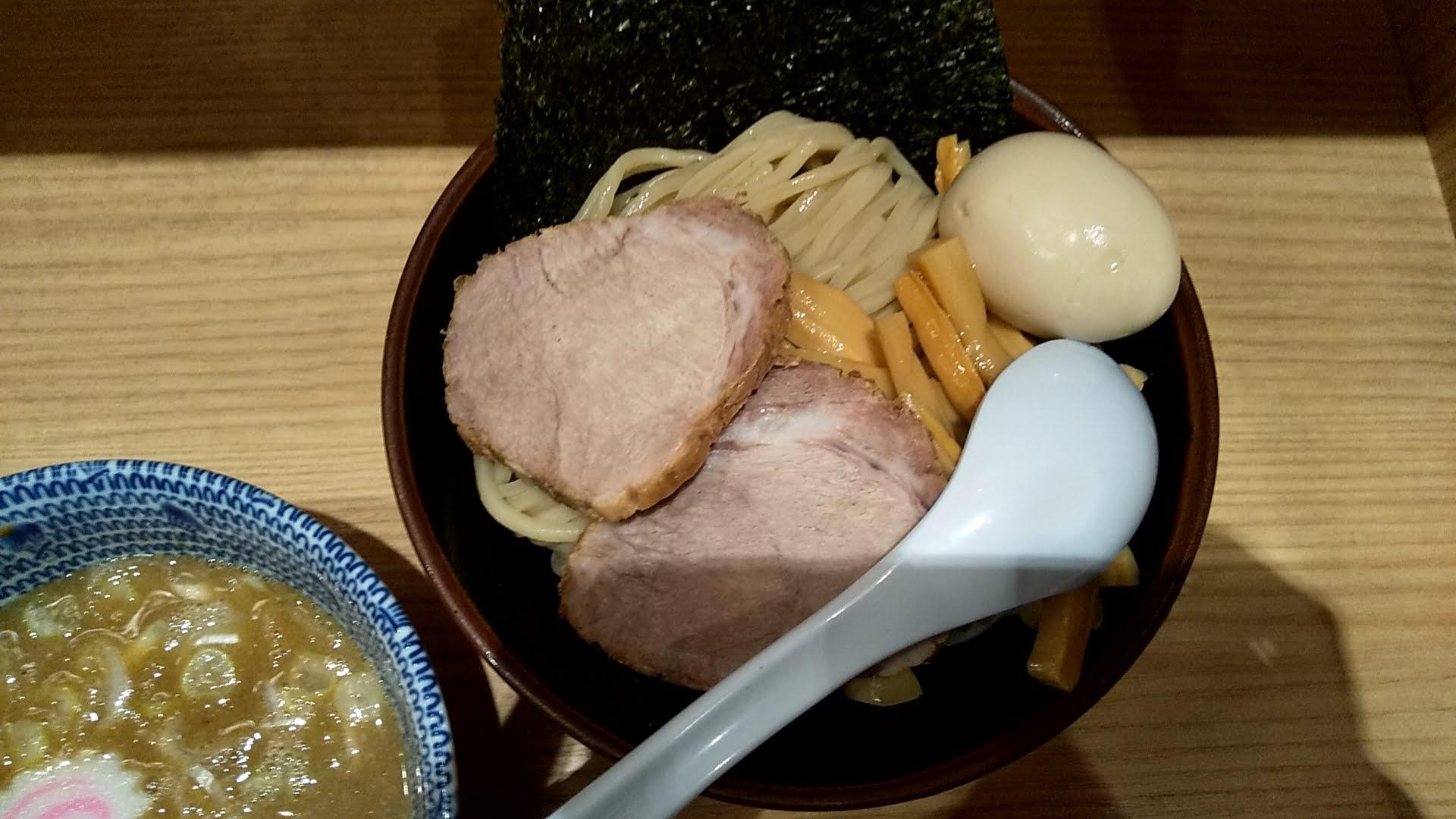 舎鈴新宿店の特製つけ麺の麺皿