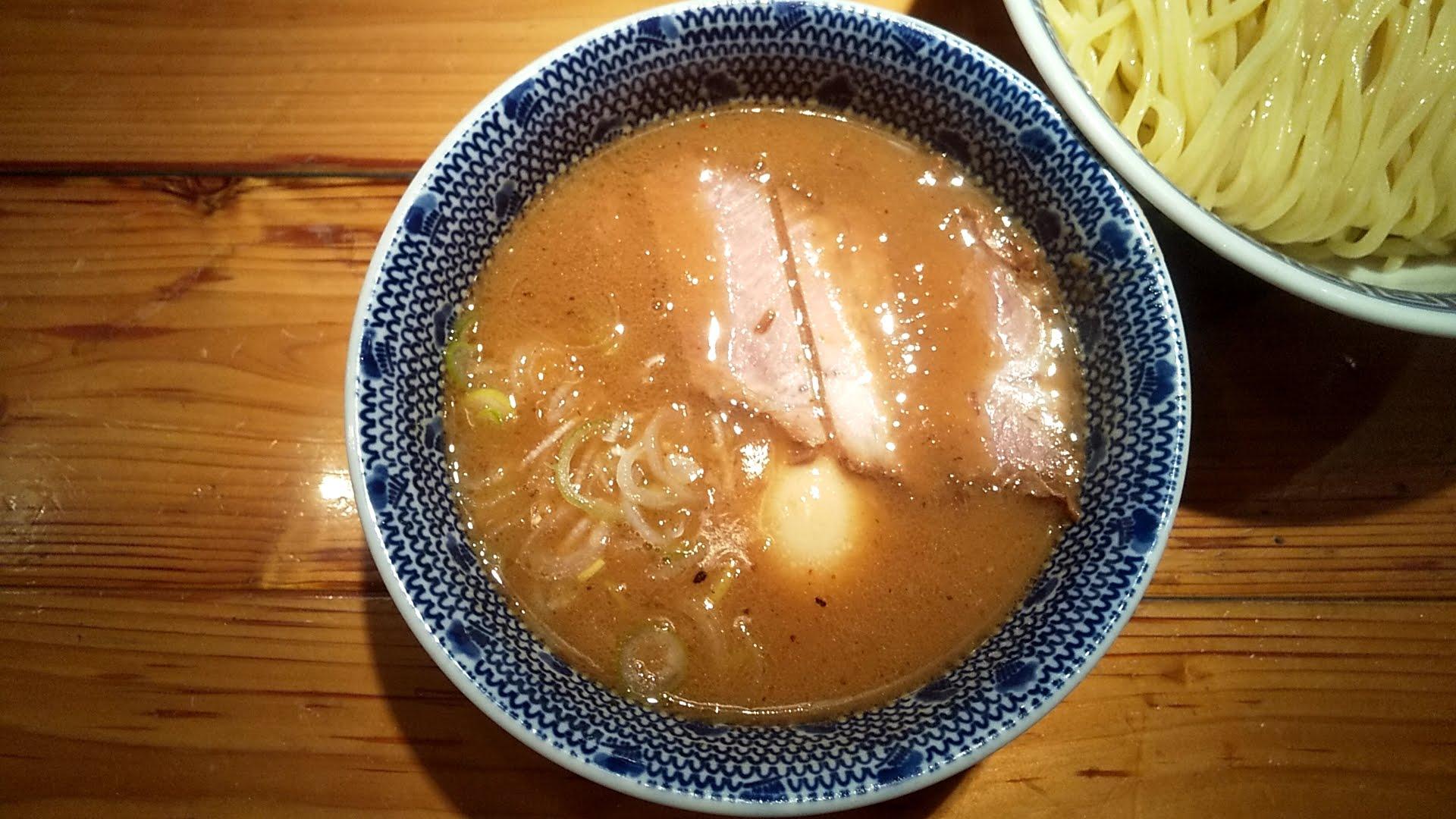 つじ田神田御茶ノ水店の特製つけ麺のつけ汁