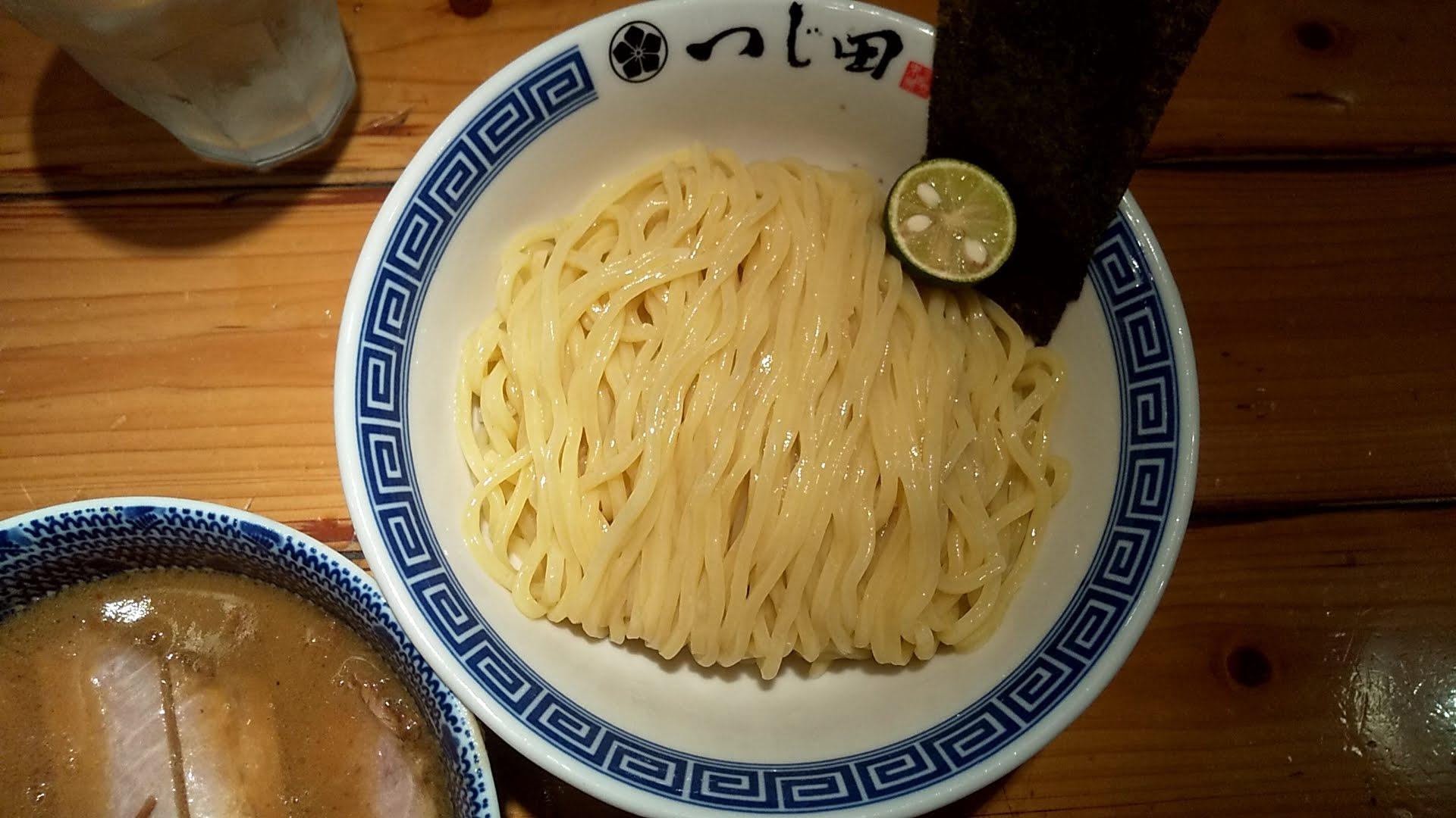 つじ田神田御茶ノ水店の特製つけ麺の麺皿