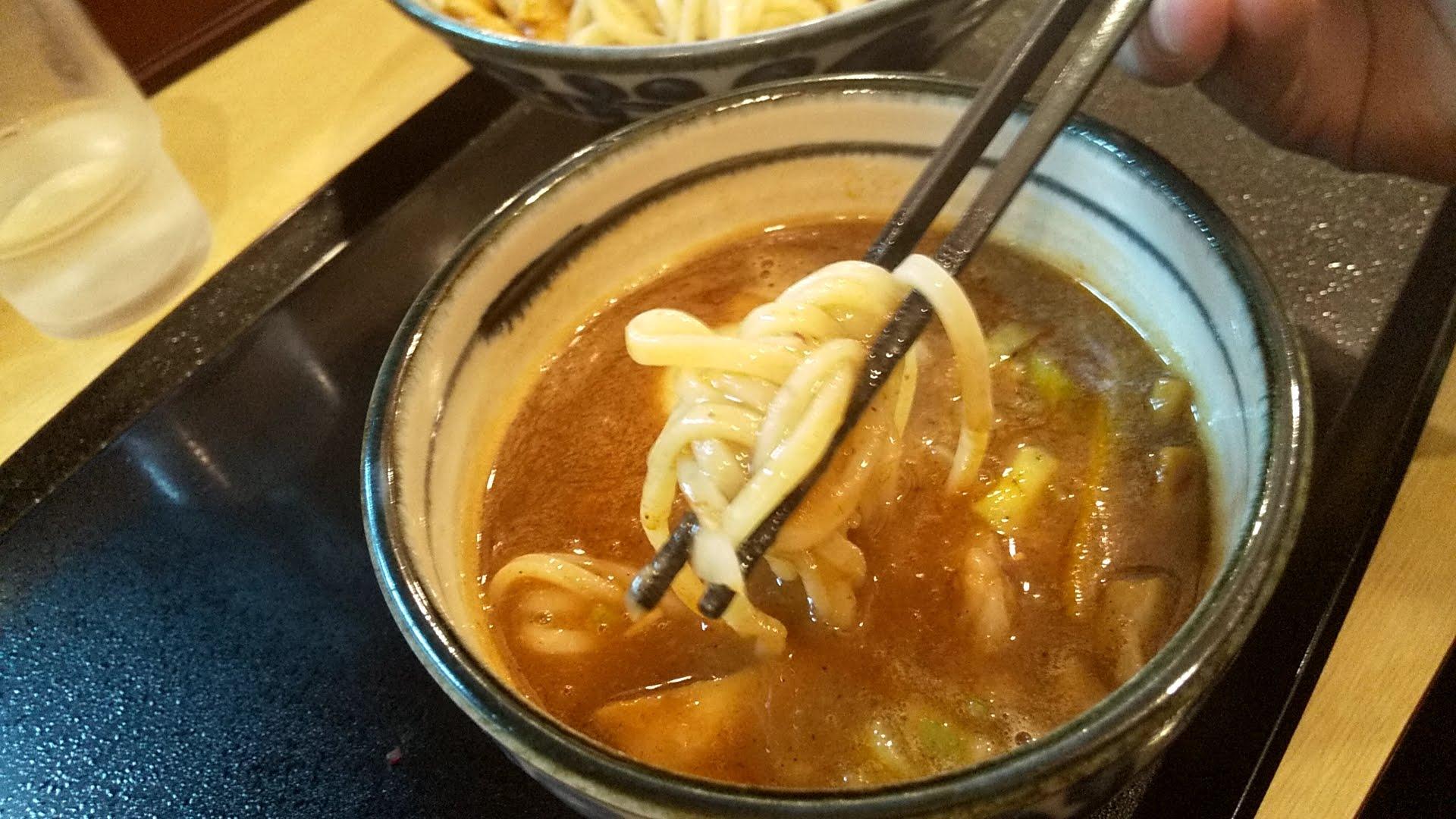 いな月の特製つけ麺の麺リフト