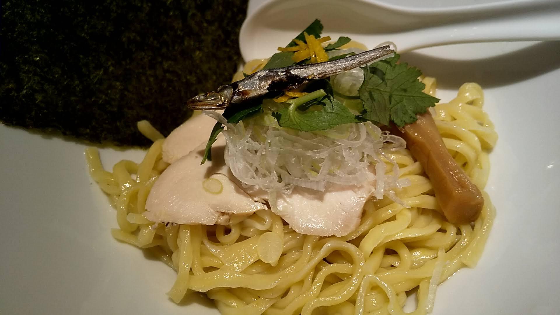 Tonariの牡蠣と煮干しの白湯つけ麺の麺皿アップ