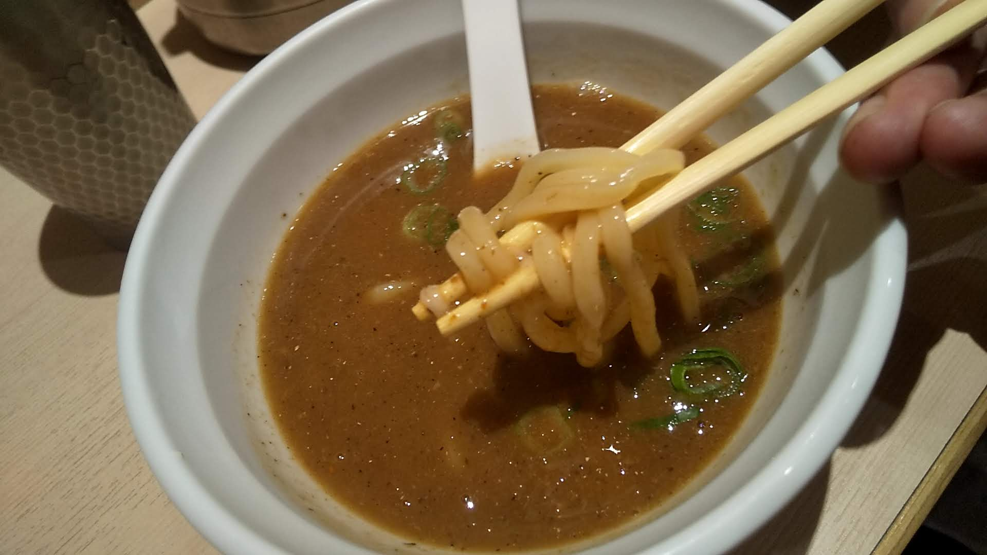 銀座篝池袋店の特製つけSobaの麺リフト