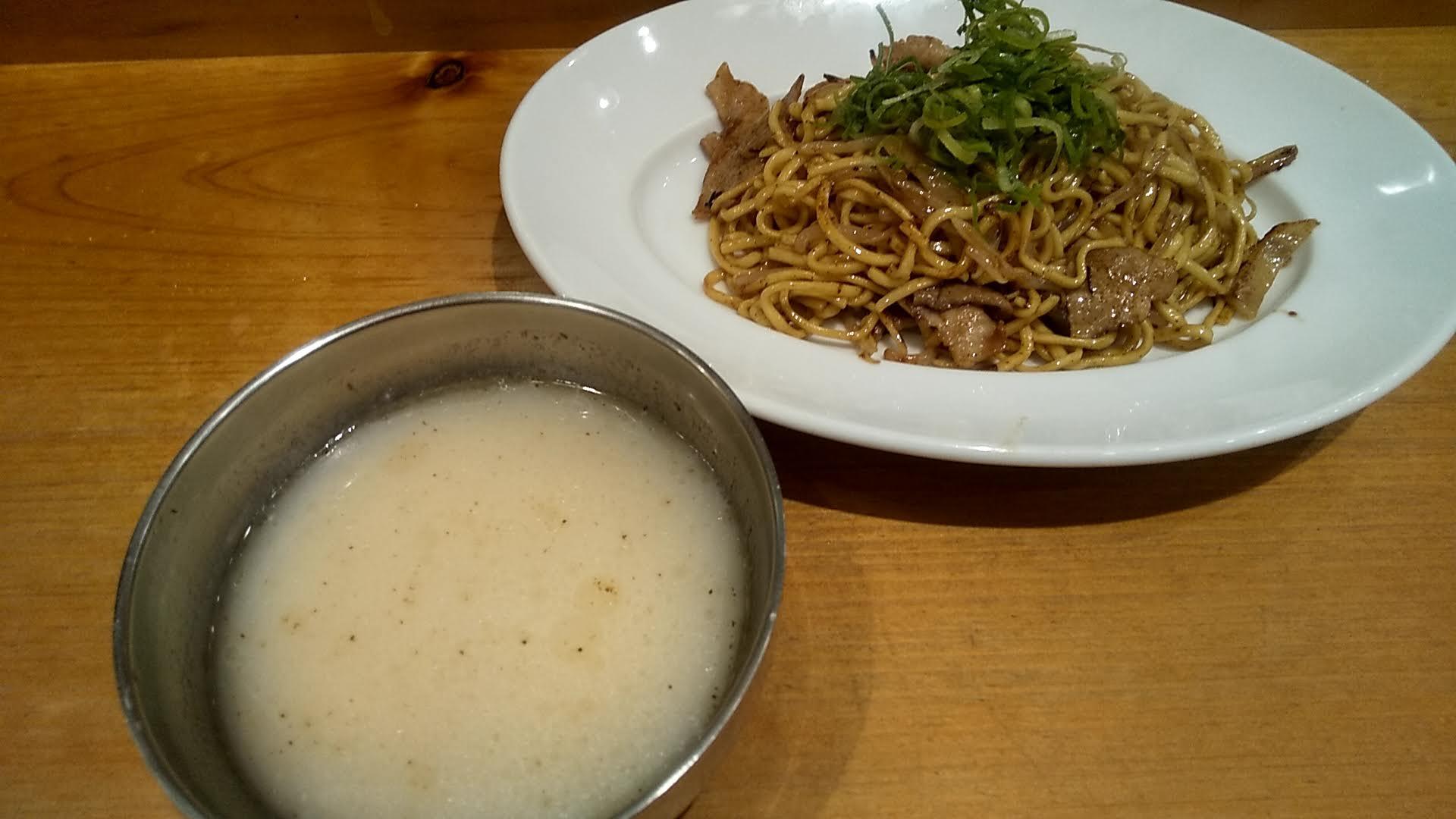 東京焼きそばの豚骨つけ麺