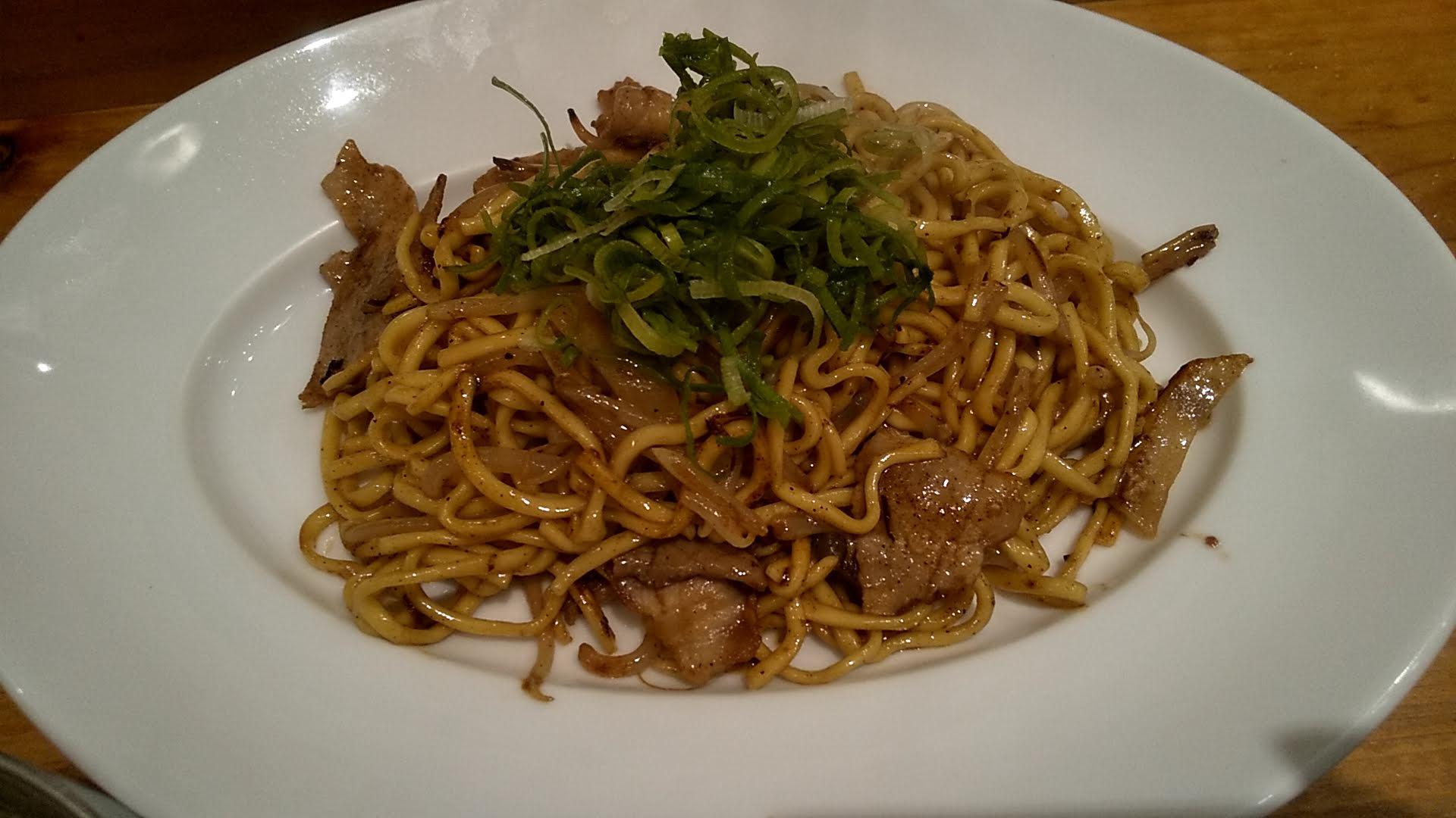 東京焼きそばの豚骨つけ麺の麺皿