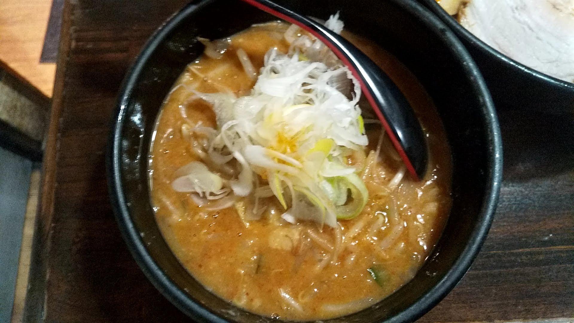 麺処花田池袋店の特製味噌つけ麺のつけ汁