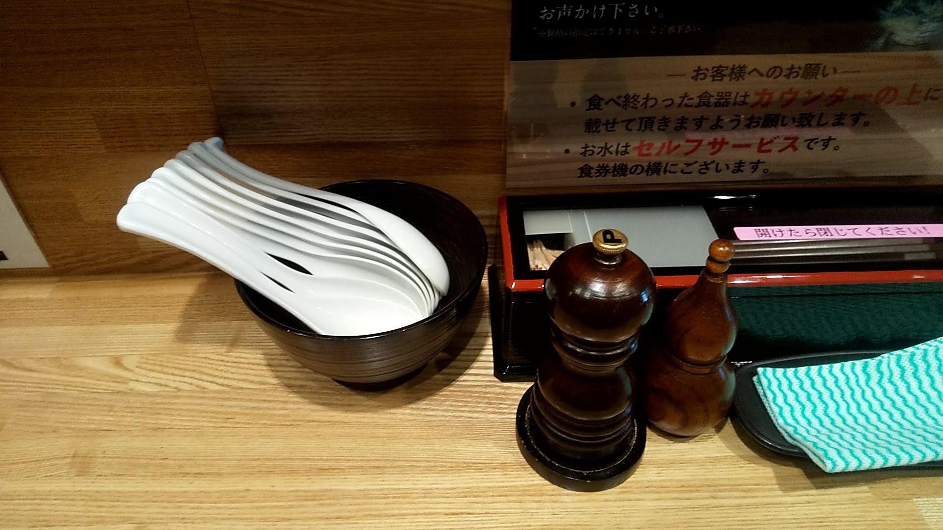 麺屋睡蓮の卓上