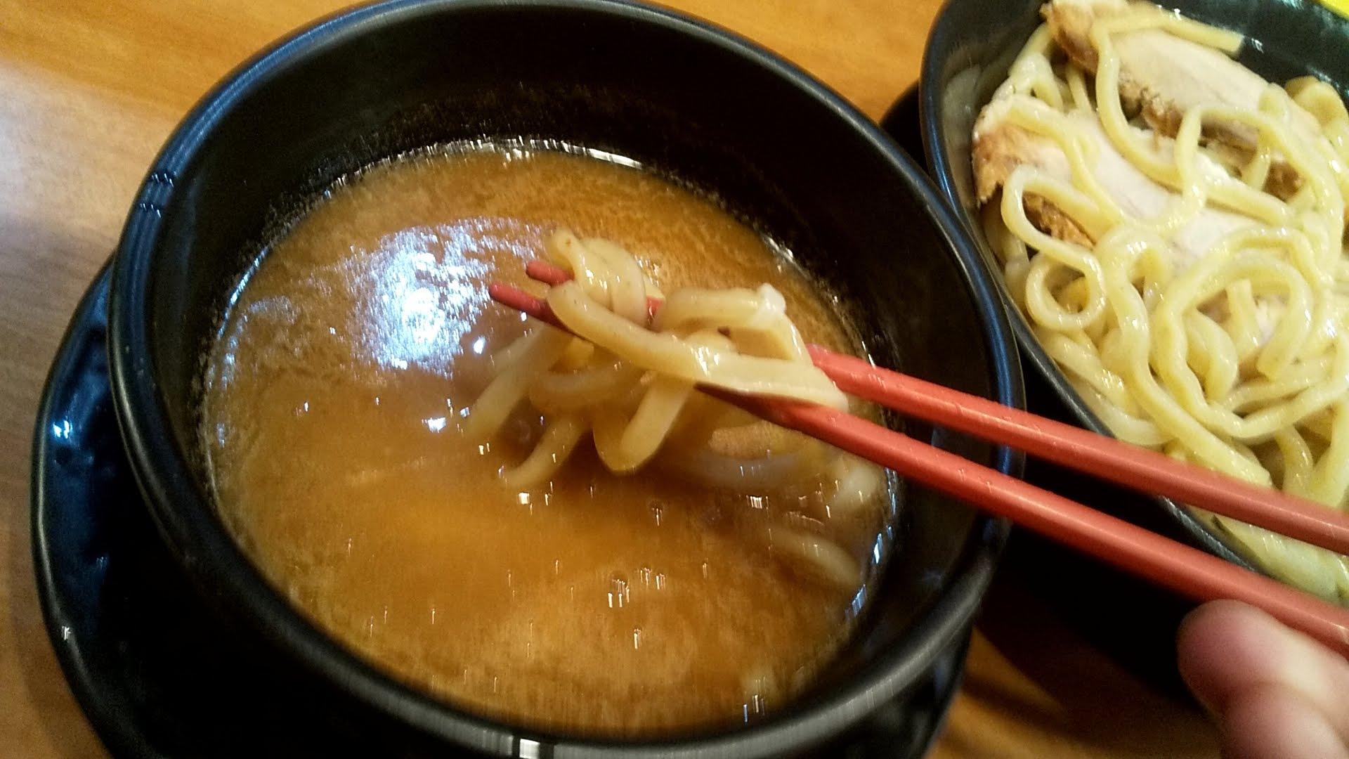 浅草家の魚介つけ麺SPの麺リフト