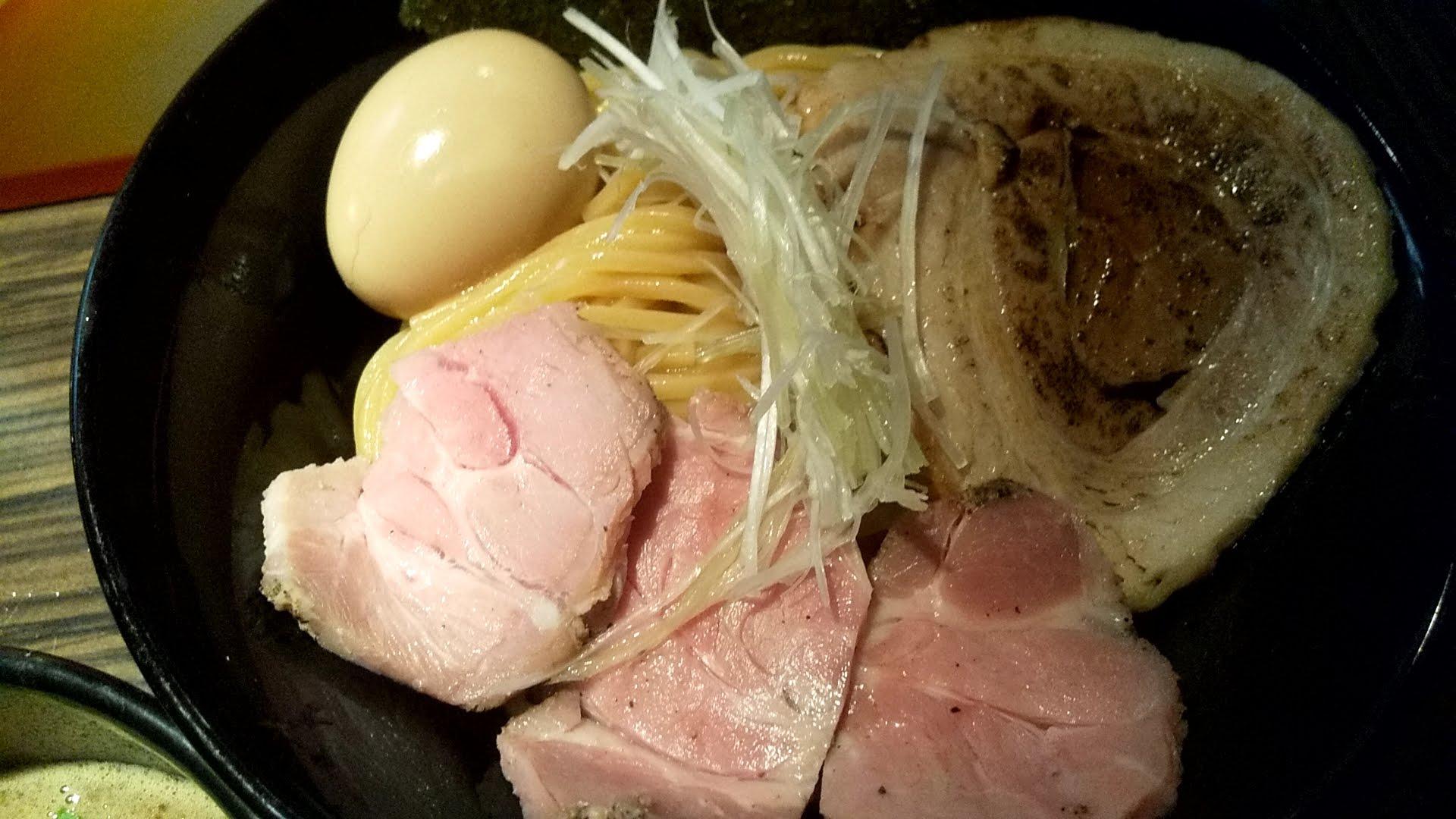 ほたるの特製豚骨魚介つけ麺の麺皿