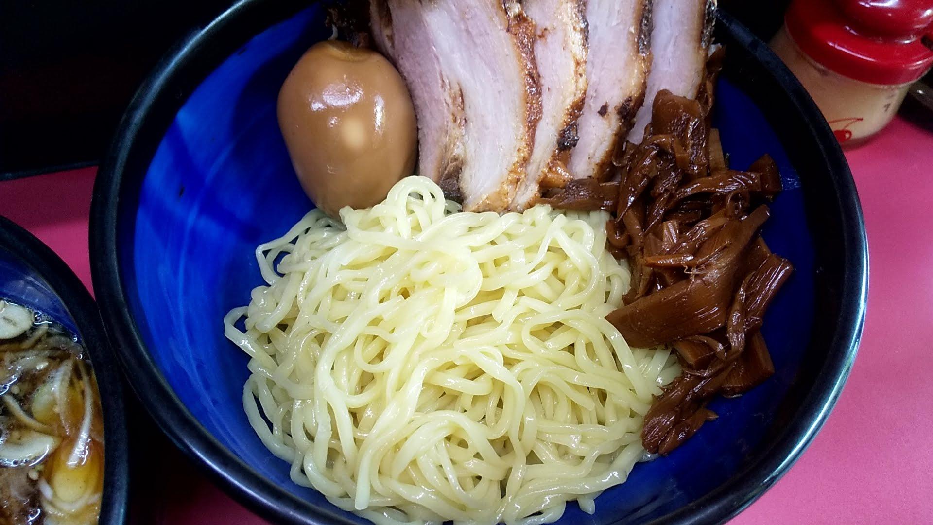 えどやの味玉めんまチャーシューつけ麺の麺皿