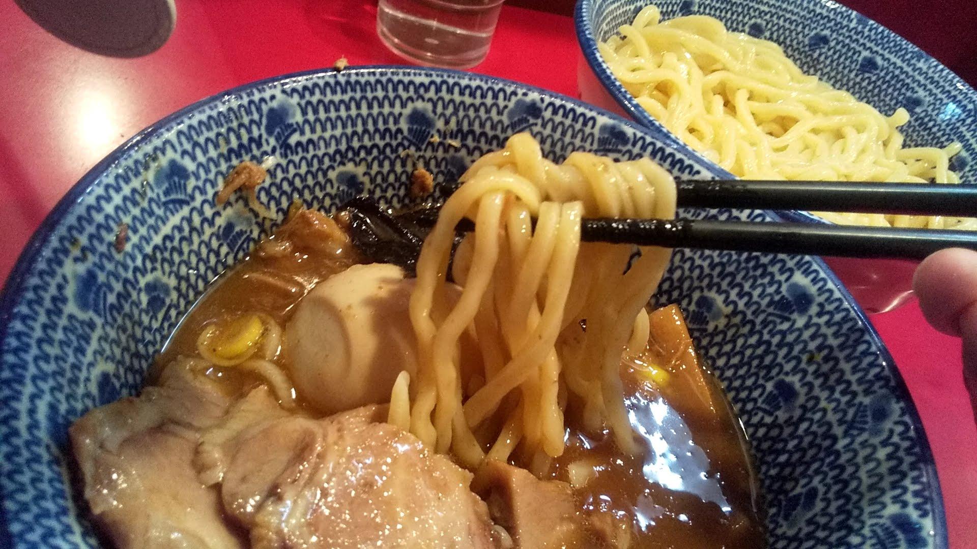 勢得の得勢つけ麺の麺リフト