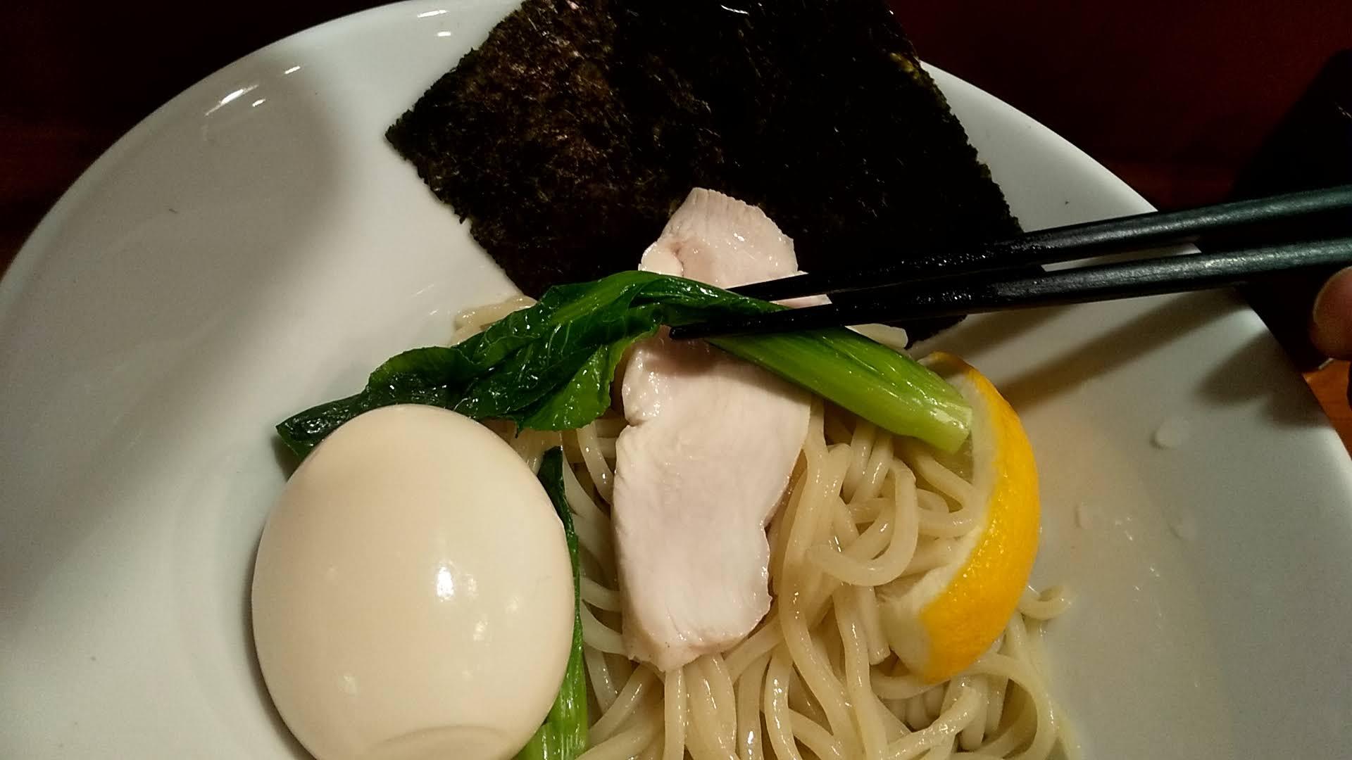 TOKUの鶏塩つけ麺の麺皿アップ