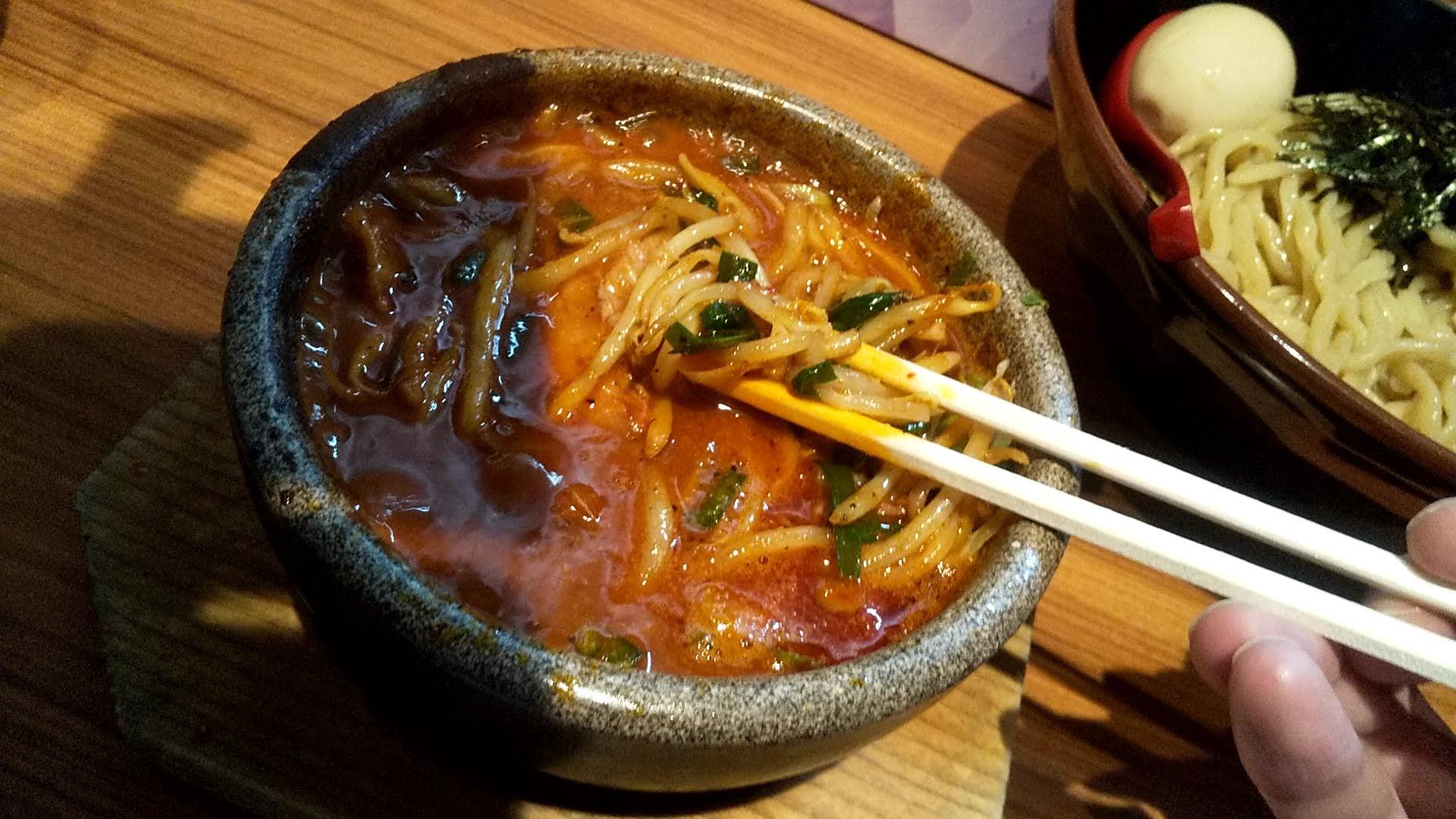 多伊夢の旨辛肉野菜つけ麺の野菜リフト