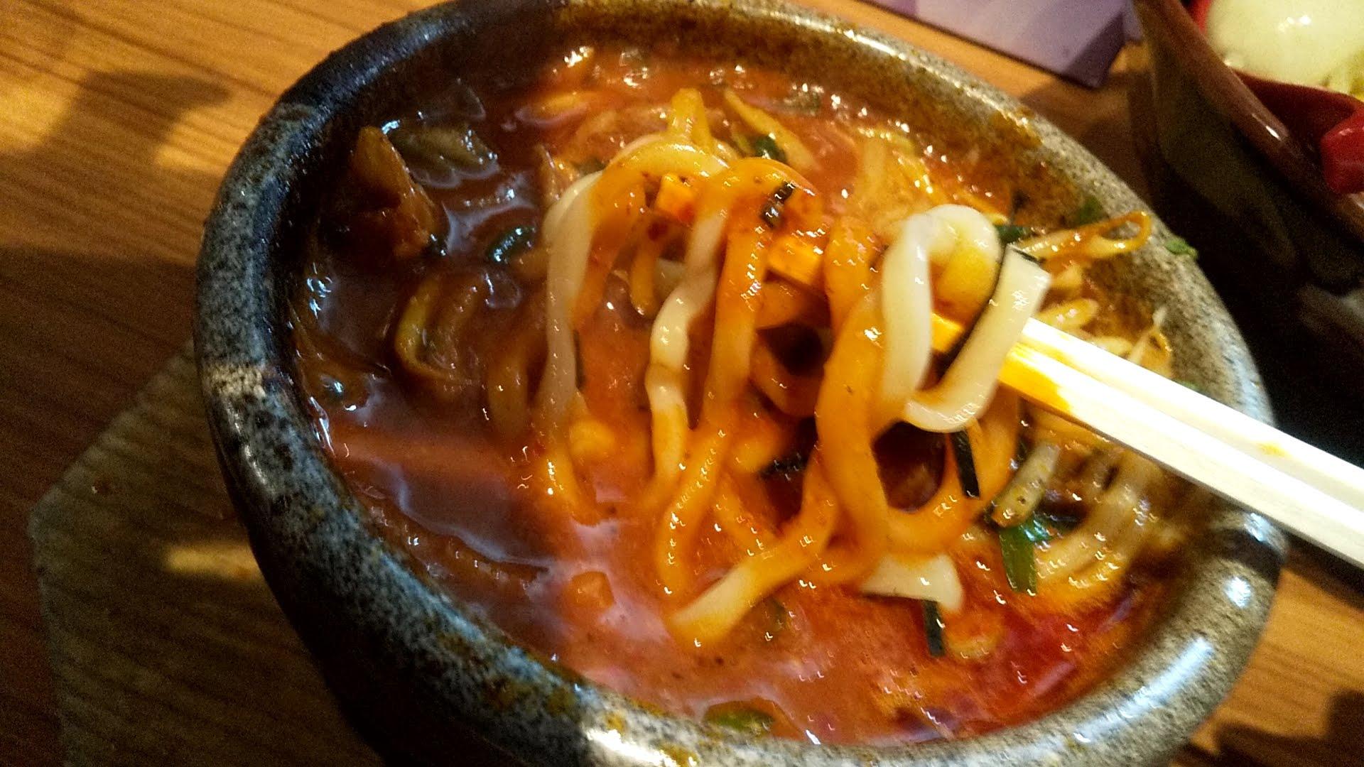 多伊夢の旨辛肉野菜つけ麺の麺リフト