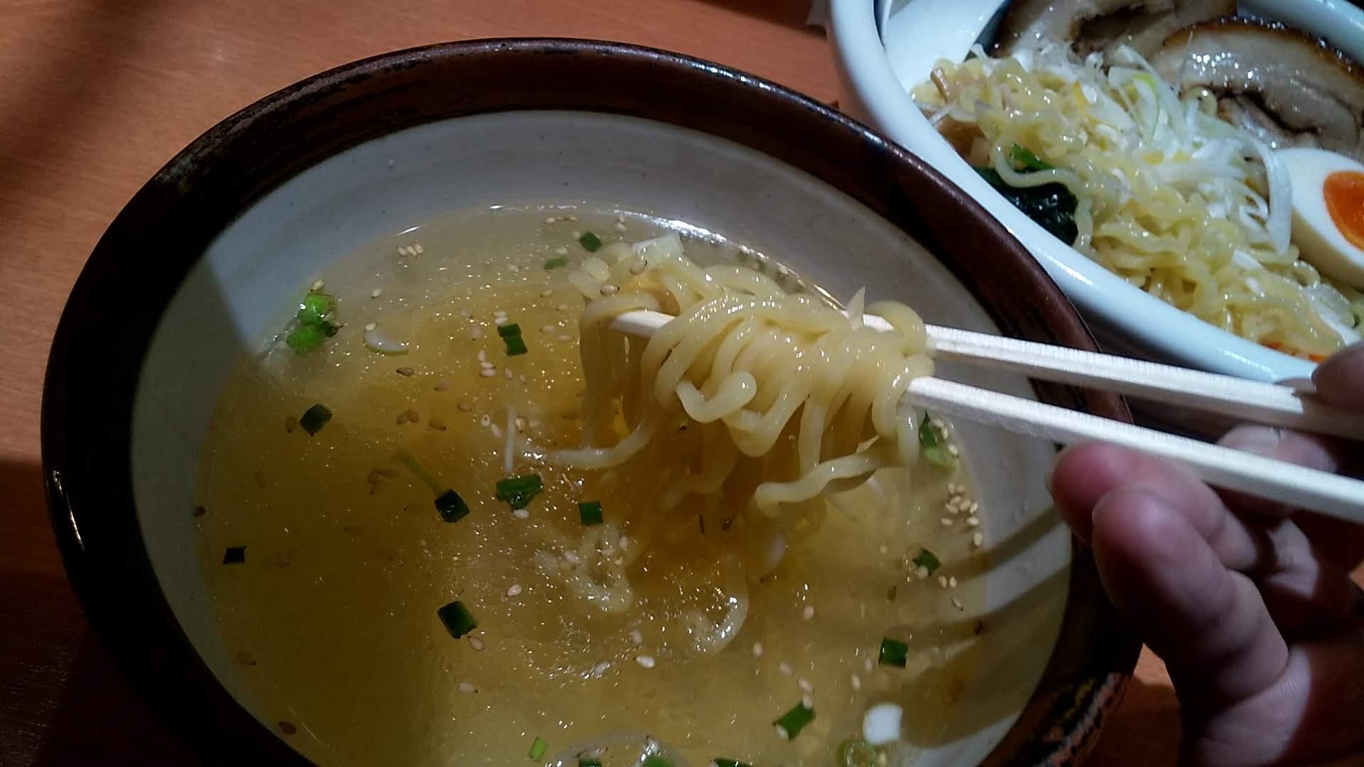 俺流塩ラーメン下北沢店の俺流超つけ麺の麺リフト